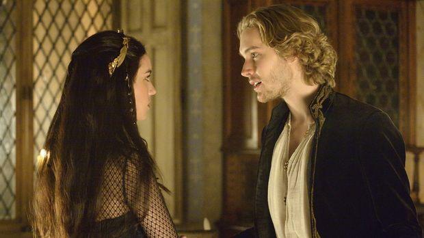 Mary (Adelaide Kane, l.) erfährt etwas von Francis (Toby Regbo, r.), das ihr...