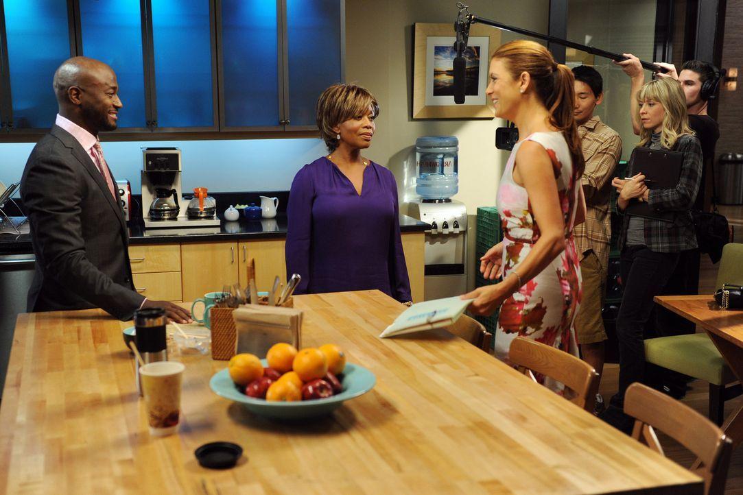 Sam (Taye Diggs, l.) hat sich bereit erklärt, bei einer Reality-Show mitzuarbeiten und seitdem ist niemand mehr vor dem Fernsehteam sicher: Dee Ben... - Bildquelle: ABC Studios