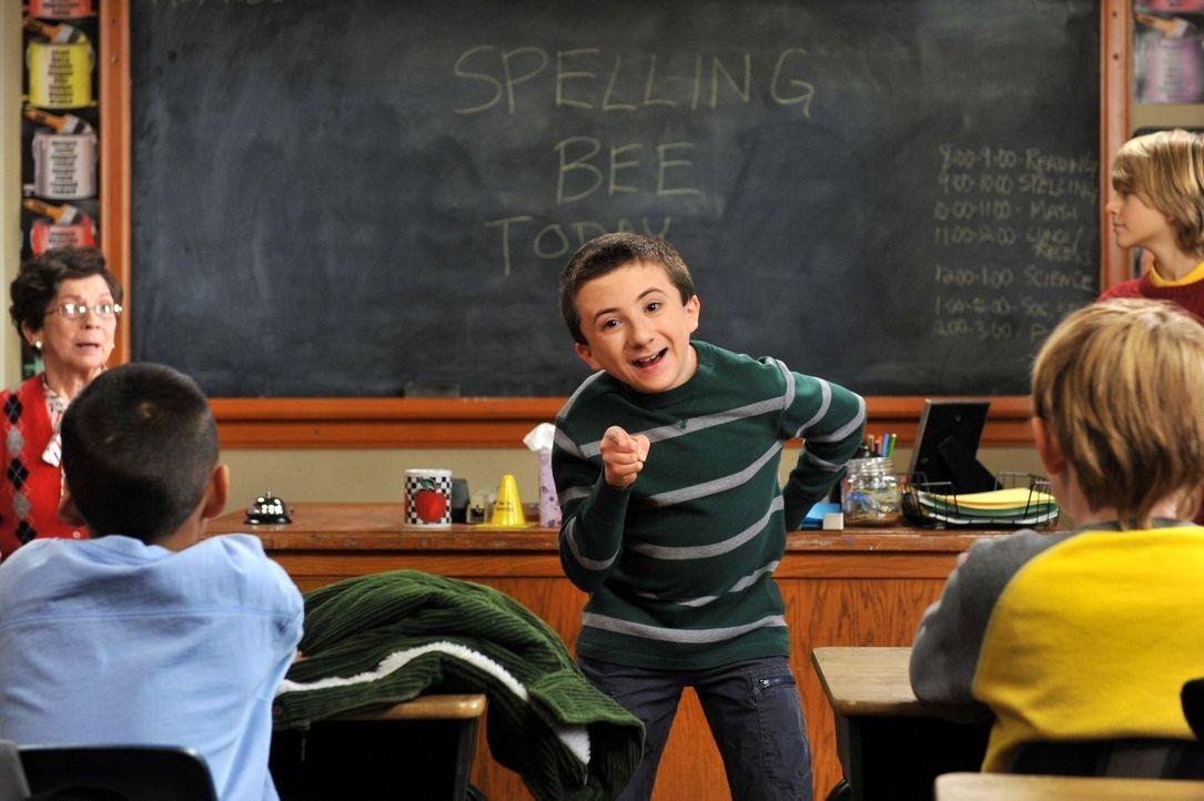Mike ist stolz, dass Brick (Atticus Shaffer, M.) beim Buchstabierwettbewerb der Schule mitmachen will und bereitet ihn akribisch darauf vor. Doch de... - Bildquelle: Warner Brothers