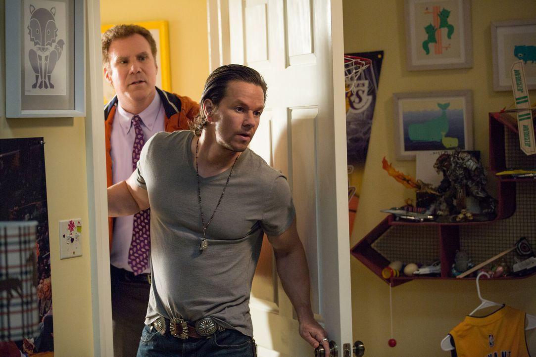 Erst nach und nach wird Brad (Will Ferrell, l.) bewusst, dass Dusty (Mark Wahlberg, r.) nur aus einem Grund zurückgekehrt ist: Er will seine Ex-Frau... - Bildquelle: (2017) Paramount Pictures.