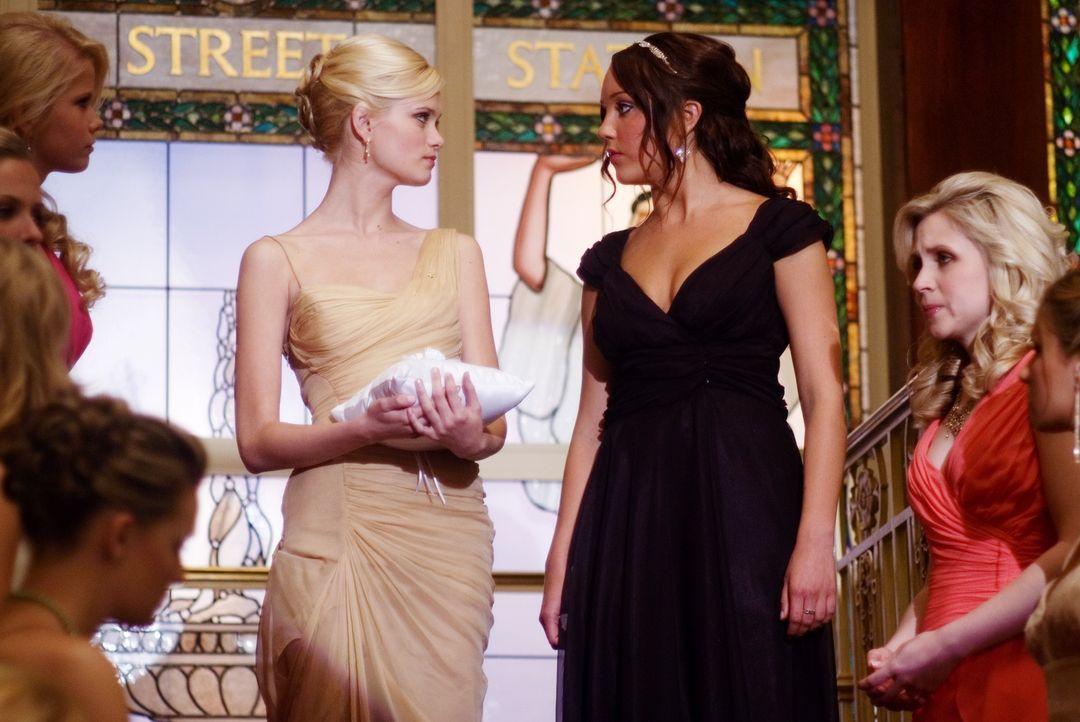 Vor versammelter Mannschaft stellt Rachel (Sara Paxton, M.l.) Sydney (Amanda Bynes, M.r.) bloß und teilt ihr mit, dass sie sie nicht in die Studente... - Bildquelle: 2007 Universal Studios, All Rights Reserved