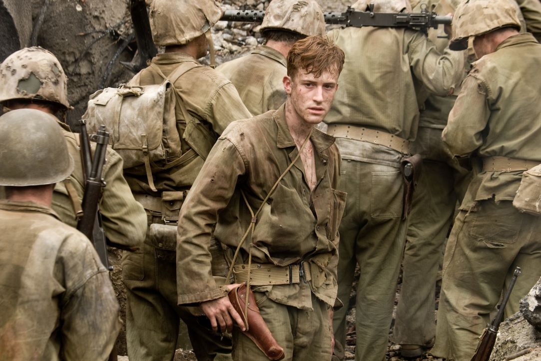 Der junge Marine Eugene Sledge (Joe Mazzello) und seine Kameraden sollen die Höhlen ausräuchern, in denen die japanischen Soldaten ihre Stellungen e... - Bildquelle: Home Box Office Inc. All Rights Reserved.