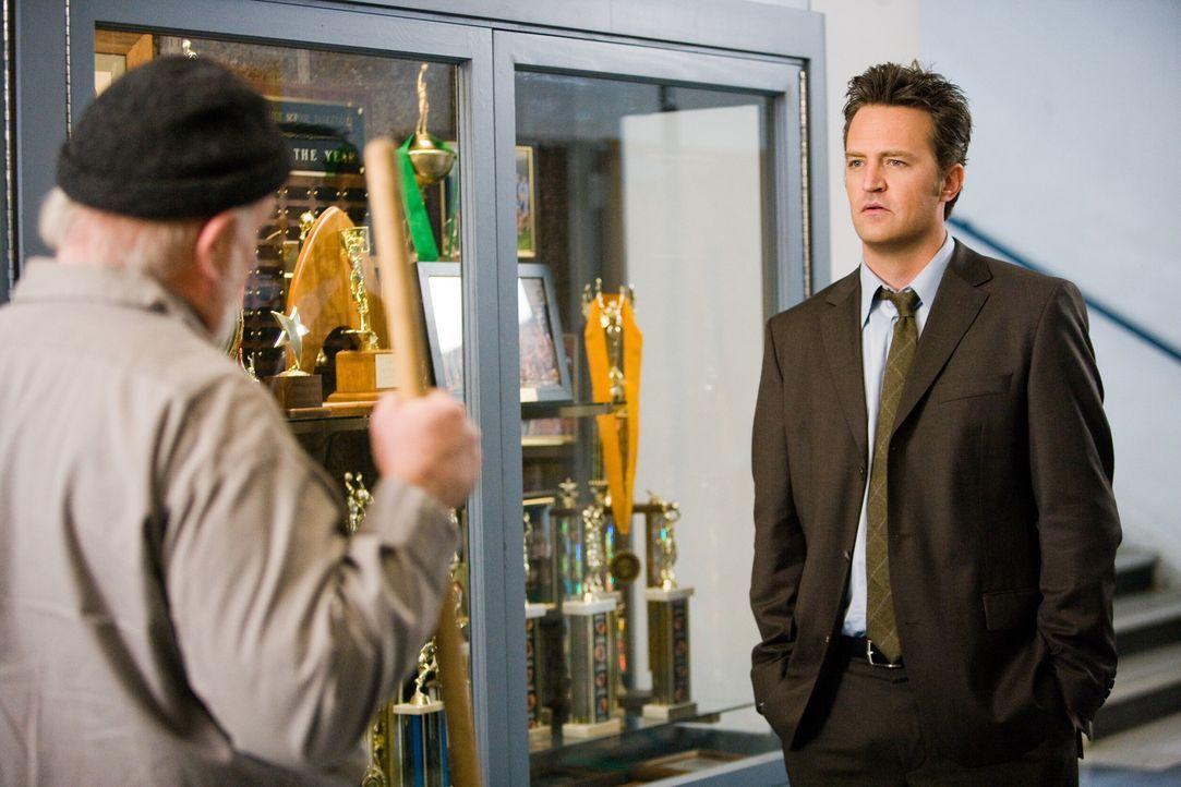 Seitdem er die Schule verlassen hat, ist Mike O'Donnells (Matthew Perry, r.) Leben eher etwas glücklos verlaufen. Als er eines Tages seine alte Hig... - Bildquelle: 2008   Warner Bros.