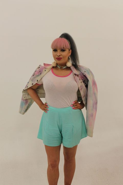 """Sängerin Aimee (Bild) liebt pastellfarbene Outifts und bezeichnet sich selbst als """"Barbie auf LSD"""" - doch jetzt wird es Zeit für einen erwachseneren... - Bildquelle: Licensed by Fremantle Media Enterprises Ltd."""