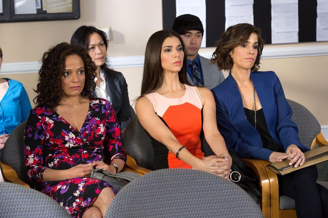 Bei Zolia (Judy Reyes, l.), Carmen (Roselyn Sanchez, M.) und Marisol (Ana Ortiz, r.) wird es nie langweilig ... - Bildquelle: 2014 ABC Studios