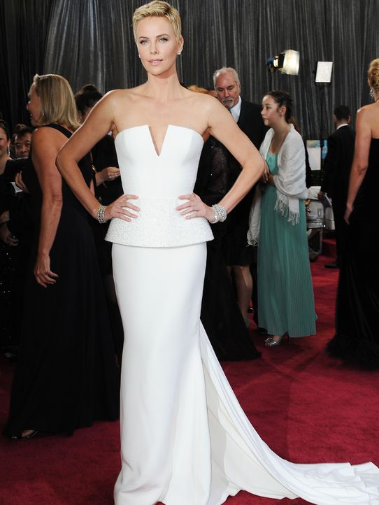 Oscars-Roter-Teppich-130224-Charlize-Theron-AFP - Bildquelle: AFP