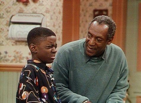Bill Cosby Show - Cliff (Bill Cosby, r.) stellt Kenny (Deon Richmond, l.) zur...