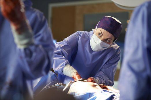 Saving Hope - Eine Herztransplantation erfordert Alex' (Erica Durance) uneing...