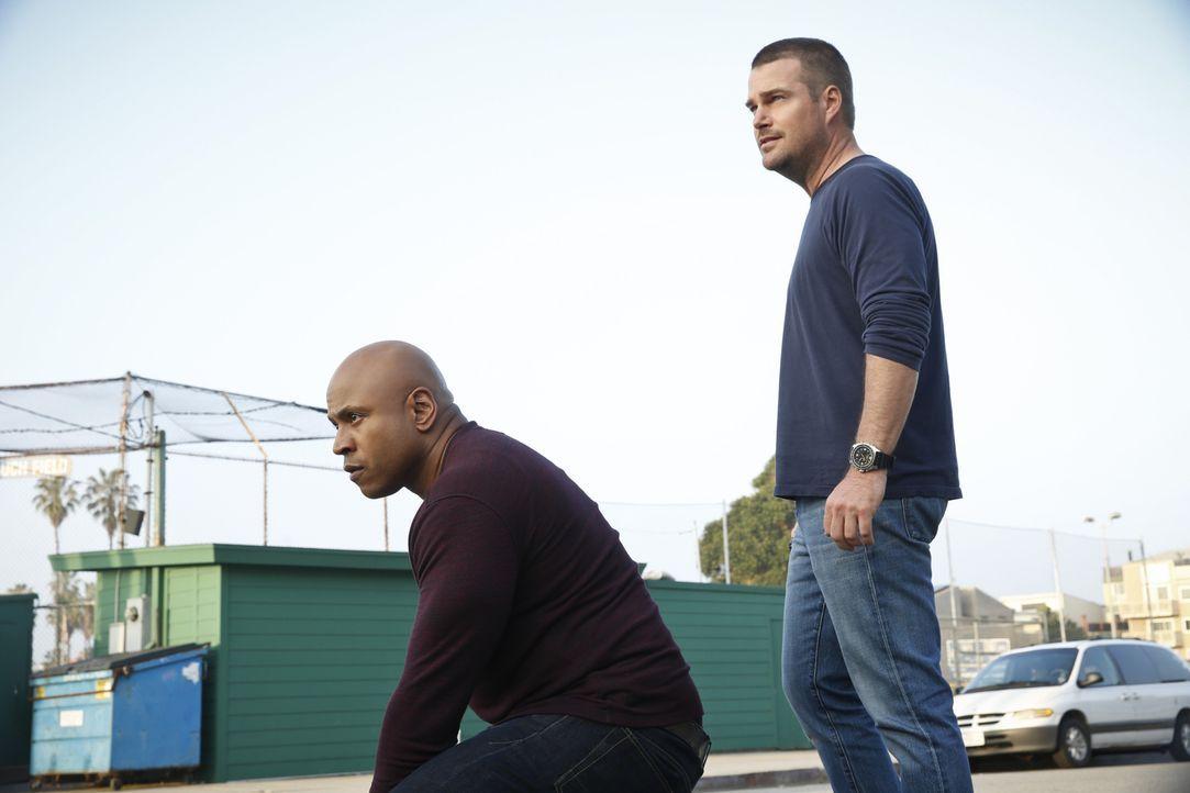 Ein Wettlauf mit der Zeit beginnt, um ihren aktuellen Fall zu lösen: Callen (Chris O'Donnell, r.) und Sam (LL Cool J, l.) ... - Bildquelle: CBS Studios Inc. All Rights Reserved.
