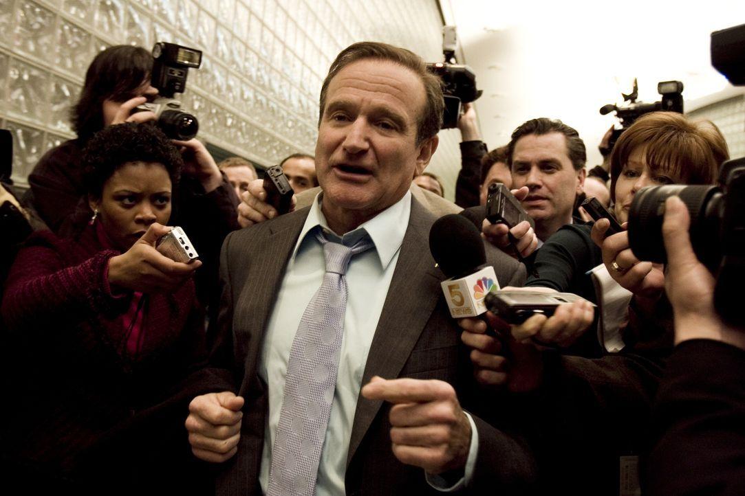 Aufgrund einer Frage einer Zuschauerin in seiner Polit-Talkshow, lässt sich Tom Dobbs (Robin Williams, M.) als Kandidat der Präsidentschaftswahl auf... - Bildquelle: Morgan Creek International