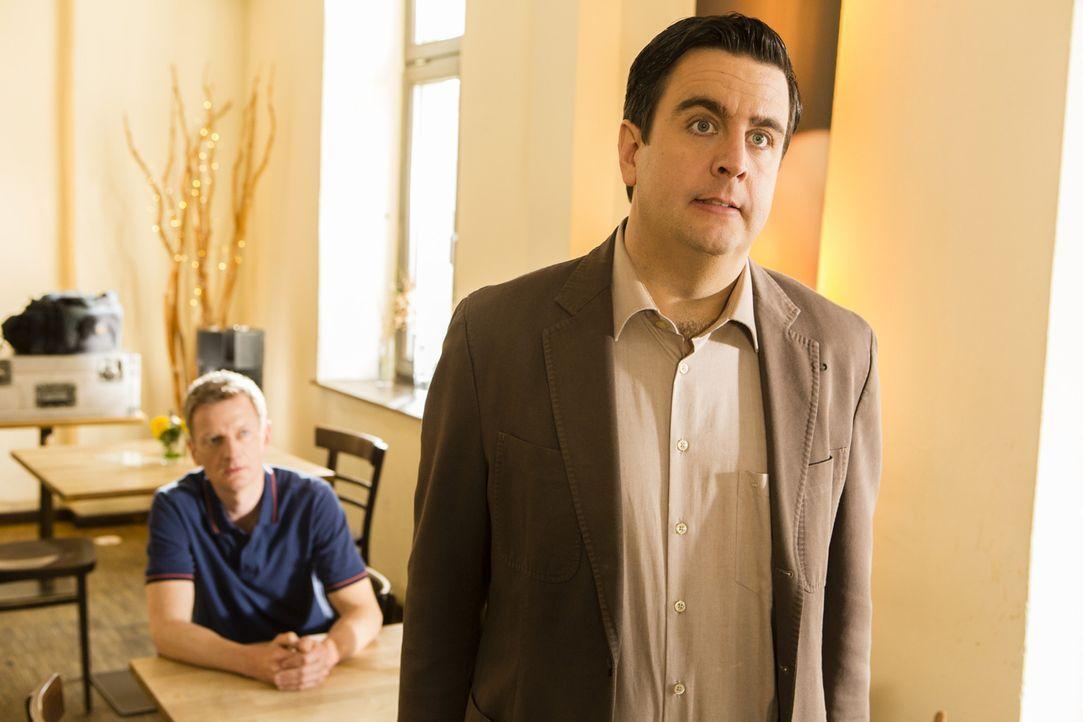 """Michael Kessler (Michael Kessler, l.) hat von SAT.1 eine neue Serie mit dem Titel """"Kessler"""" angeboten bekommen, in der es nur um ihn und sein Leben... - Bildquelle: Frank Dicks SAT.1"""