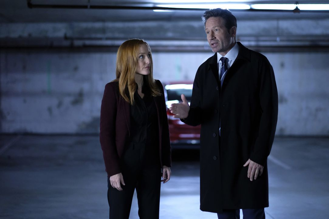 Scully (Gillian Anderson, l.) und Mulder (David Duchovny, r.) kommen dem wahren Ursprung der X-Akten nahe. Oder? - Bildquelle: Shane Harvey 2018 Fox and its related entities.  All rights reserved.