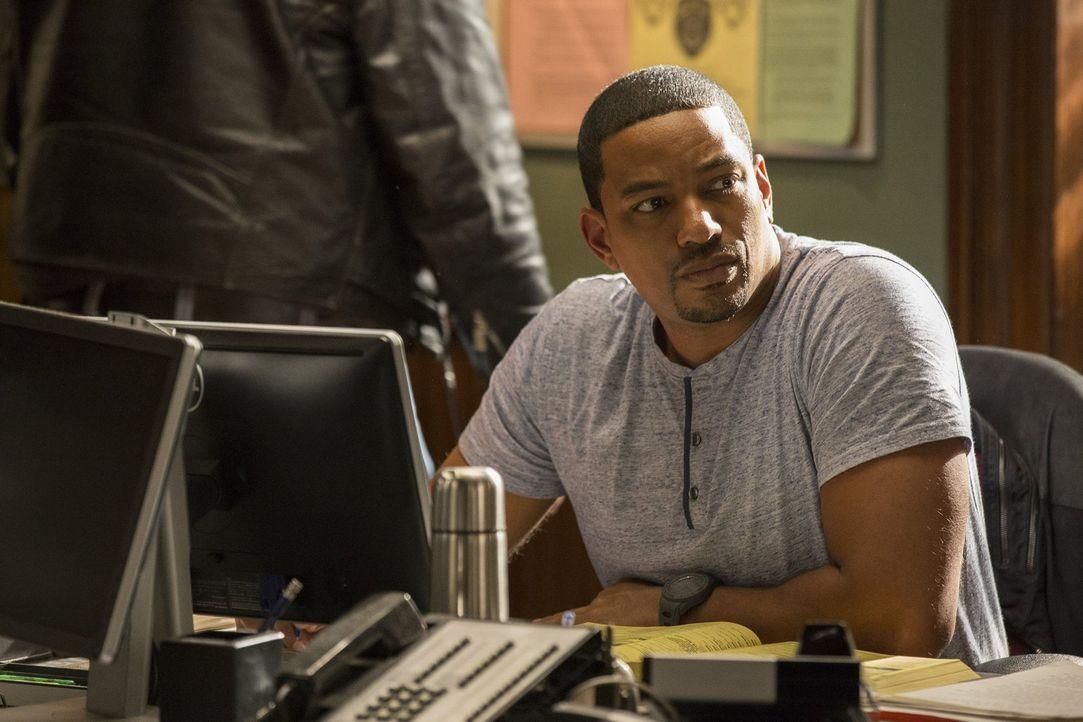 Als ein Undercover-Cop während eines Einsatzes ermordet wird, nimmt das vor allem Soto (Laz Alonso) mit, der selbst einmal als verdeckter Ermittler... - Bildquelle: 2015 Warner Bros. Entertainment, Inc.