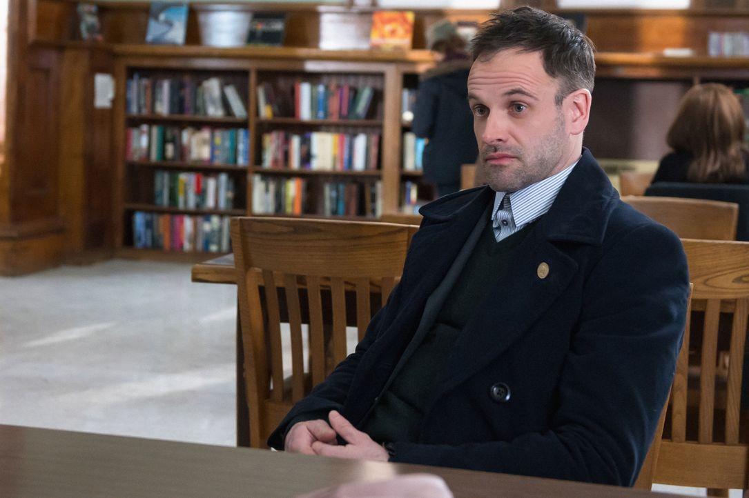 Warum musste der Hacker sterben? Holmes (Jonny Lee Miller) gibt alles, um den Täter zu fassen ... - Bildquelle: CBS Television