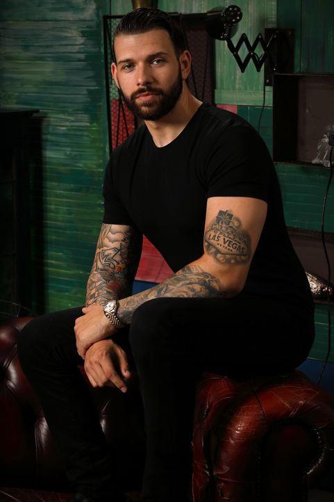 (4. Staffel) - Kann Jay seine tätowierten Kunden mit einem Cover Up glücklich machen? - Bildquelle: Studio Lambert & all3media international