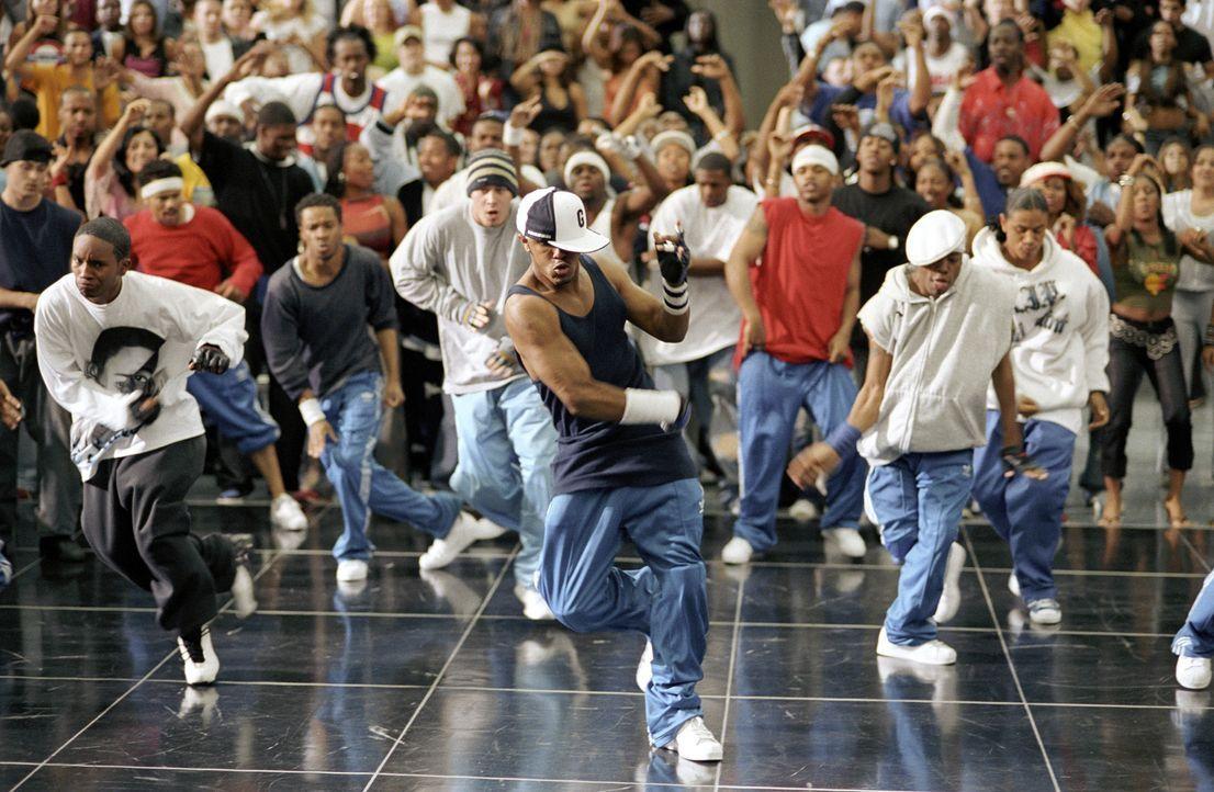 """In der Hood bestreiten die beiden besten Freunde Elgin (Marques Houston, M.) und David erfolgreich so genannte """"Dance-Offs"""", Streetstyle-Tanzduelle.... - Bildquelle: 2004 Screen Gems, Inc. All Rights Reserved."""