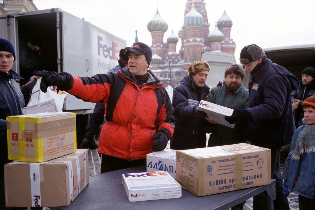 Chuck Noland (Tom Hanks), leitender Mitarbeiter bei FedEx, ist ständig im Auftrag seiner Firma unterwegs - auch in den Weihnachtstagen. Doch bei ei... - Bildquelle: 2001 Twentieth Century Fox Film Corporation and Dreamworks LLC. All rights reserved