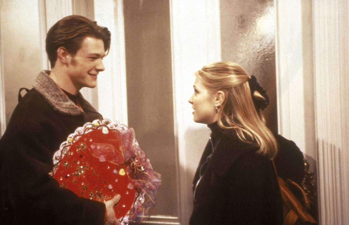 Valentinstag: Harvey (Nate Richert, l.) und Sabrina (Melissa Joan Hart, r.) ... - Bildquelle: Paramount Pictures