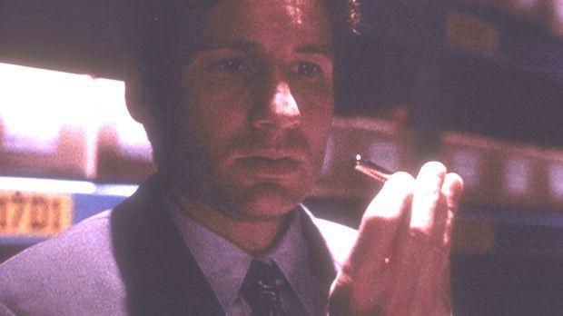 In einem geheimen Archiv des Pentagon findet Mulder (David Duchovny) ein verm...