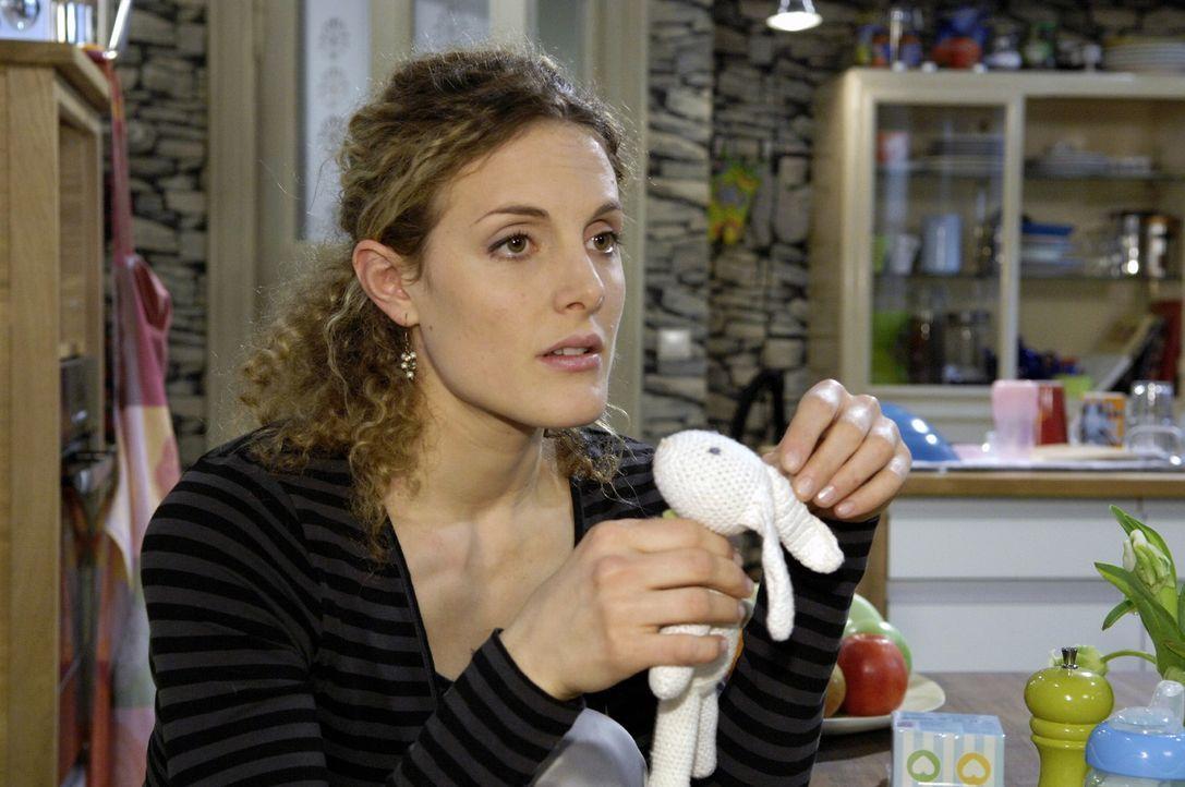 Maja (Barbara Lanz) gerät in einen Gewissenskonflikt: Ihre Familie braucht sie, aber was wird aus Pia...? - Bildquelle: Claudius Pflug Sat.1