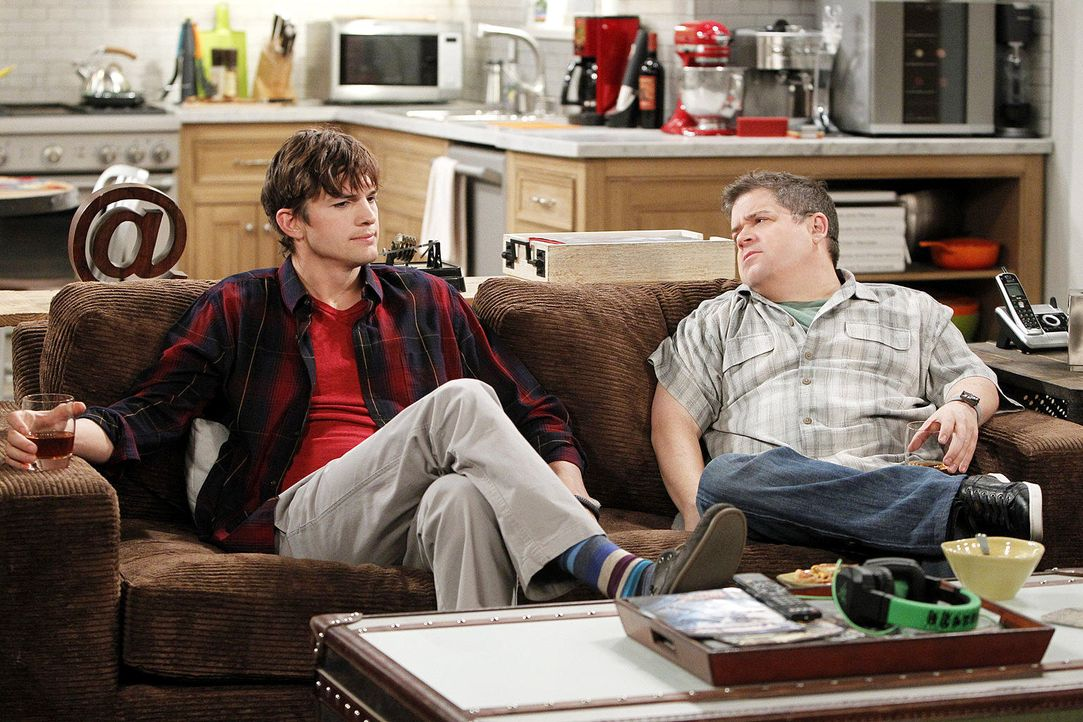 two-and-a-half-men-stf10-epi14-Wer-hat-in-meinen-Busch-gepinkelt-04-Warner-Bros-Television.jpg 1536 x 1024 - Bildquelle: Warner Bros. Television