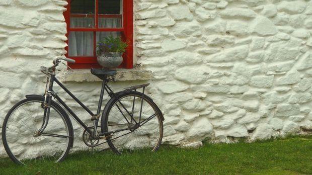 Hauswand-Fassade-Fenster-Fahrrad-pixabay