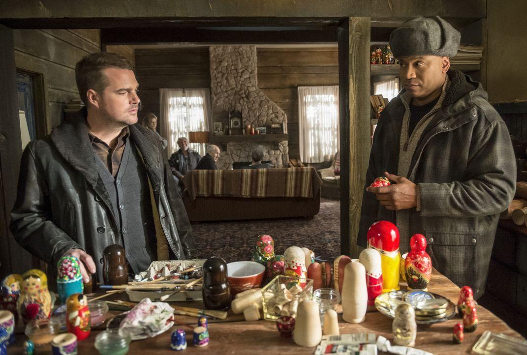 Callen (Chris O'Donnell, r.) und Sam (LL Cool J, l.) befinden sich in Russland, wo sie versuchen, Annas Vater und dessen CIA-Agenten aus dem Gefängn... - Bildquelle: Neil Jacobs 2015 CBS Broadcasting, Inc. All Rights Reserved.