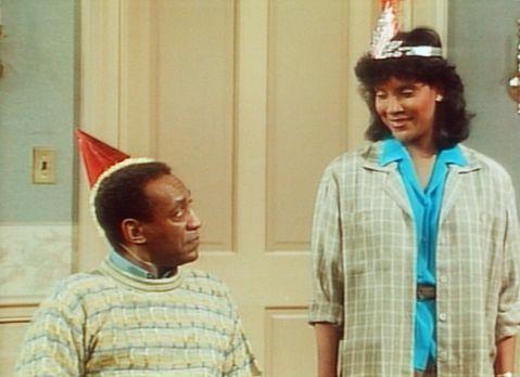 Bill Cosby Show - Clair (Phylicia Rashad, r.) und Cliff (Bill Cosby, l.) feie...