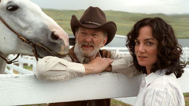 Katharina (Natalia Wörner, r.) wird auf der Ranch von Mr. B (Michael Gwisdek,...