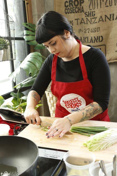 Diese Woche müssen die Rekruten gegen den Lieferservice antreten. Wie wird Crystals gebratener Reis mit Shrimps im Vergleich zu dem Lieferservice-Ge... - Bildquelle: Heidi Gutman 2012, Television Food Network, G.P.