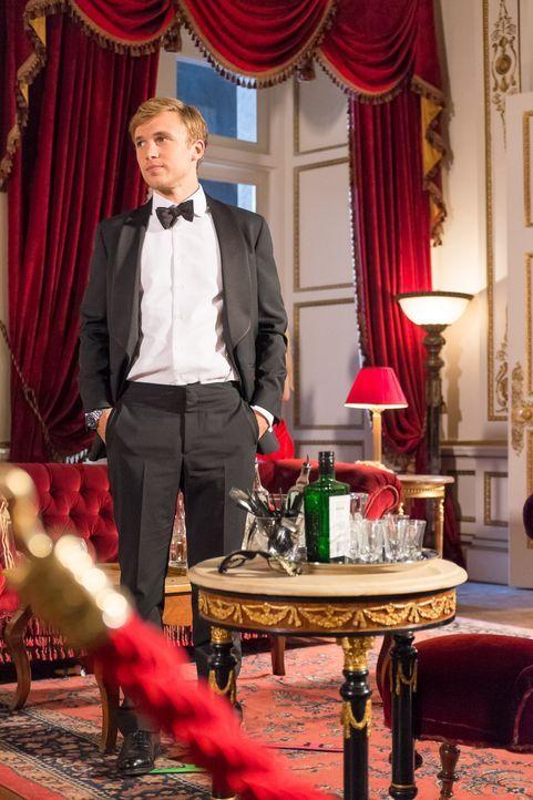Königin Helena nutzt den Trubel des Ballabends für ein kleines Abenteuer, während Prinz Liam (William Moseley) sich damit auseinandersetzen muss, da... - Bildquelle: Jim Marks 2014 E! Entertainment Media LLC/Lions Gate Television Inc.