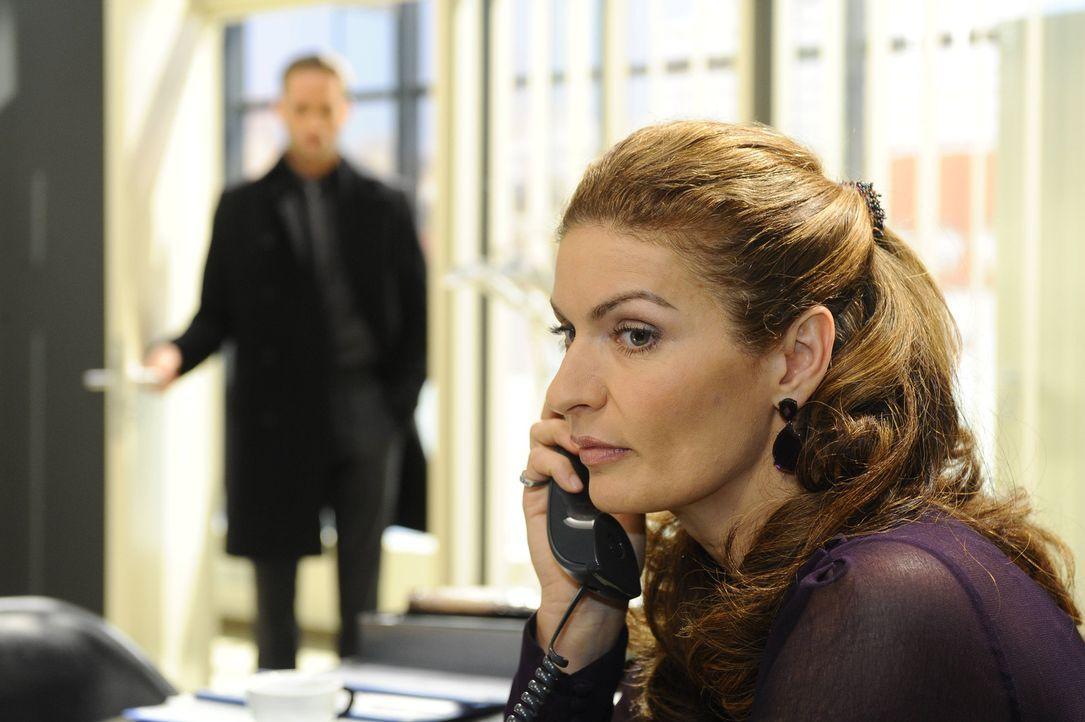 Als David (Lee Rychter, l.) anbietet, die Agentur bei dem von Kimmo angestrebten Prozess zu verteidigen, lehnt Richard ab. Doch Natascha (Franziska... - Bildquelle: SAT.1