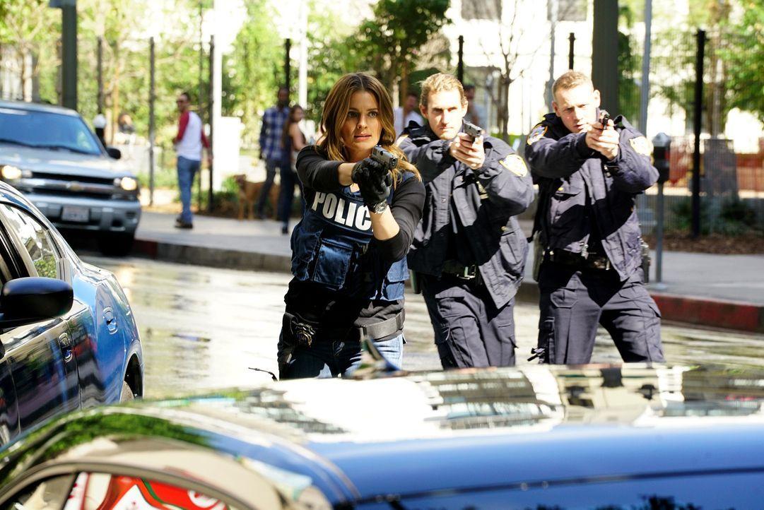 Trotz des hitzigen Einsatzes bei der Festnahme eines Verdächtigen geht Kate (Stana Katic, l.) einfach nicht der Talentwettbewerb der Polizei aus dem... - Bildquelle: Richard Cartwright ABC Studios