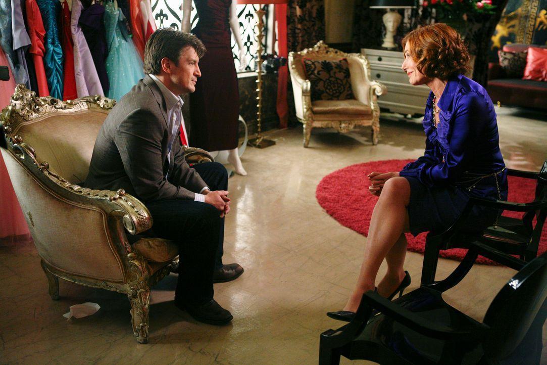 Richard (Nathan Fillion, l.) und seine Mutter Martha (Susan Sullivan, r.) begleiten Alexis beim Kauf eines Kleides für den Abschlussball. - Bildquelle: ABC Studios