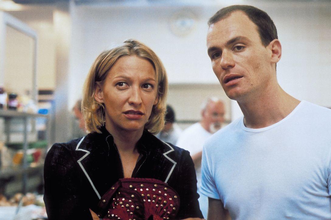 Seit ihrer Kindheit sind Carla (Niki Greb, l.) und Tom (Anian Zollner, r.) beste Freunde. Doch dann wird ihre Freundschaft auf eine harte Probe gest... - Bildquelle: Christa Köfer ProSieben/Köfer