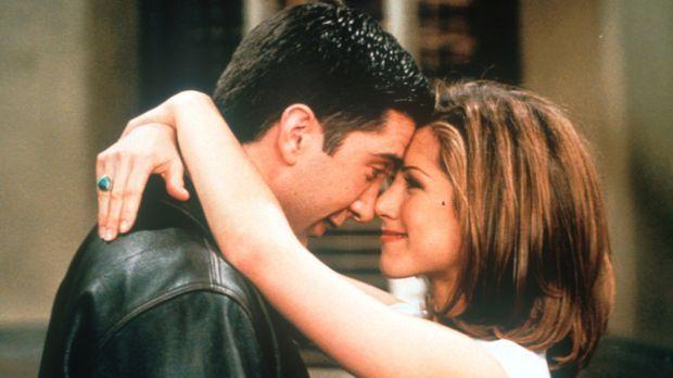 Endlich sind sich Ross (David Schwimmer, l.) und Rachel (Jennifer Aniston, r....