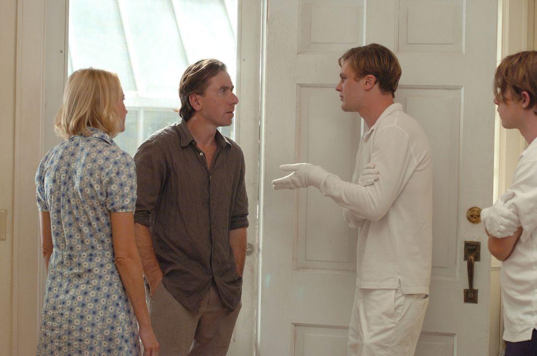 Die Stimmung scheint zu kippen: Ann (Naomi Watts, l.) und George (Tim Roth, 2.v.l.) bitten die beiden jungen Männer Paul (Michael Pitt, 2.v.r.) und... - Bildquelle: 2008 Warner Brothers