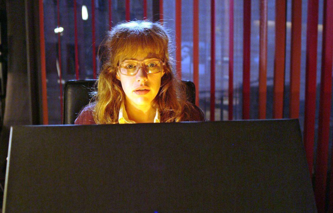 Lisa (Alexandra Neldel) ist verzaubert vom Inhalt der Schachtel ... - (Dieses Foto von Alexandra Neldel darf nur in Zusammenhang mit der Berichterst... - Bildquelle: Monika Schürle Sat.1