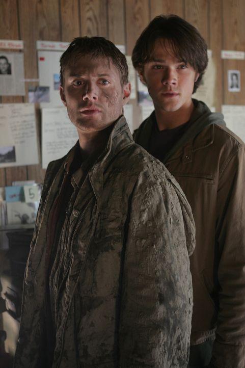 """Machen Bekanntschaft mit """"Der Frau in weiss"""": Dean (Jensen Ackles, l.) und Sam (Jared Padalecki, r.) ... - Bildquelle: Warner Bros. Television"""