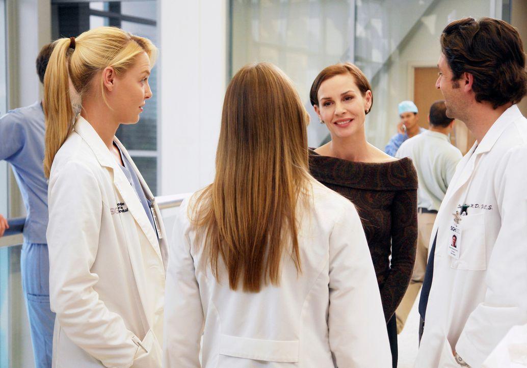 Izzie (Katherine Heigl, l.) und Meredith (Ellen Pompeo, 2.v.l.) treffen im Krankenhausflur zufällig auf Derek (Patrick Dempsey, r.) und eine fremde... - Bildquelle: Touchstone Television