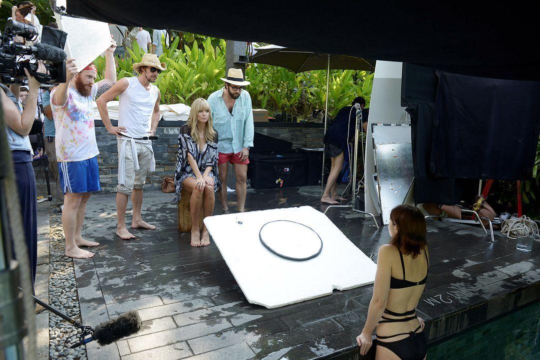 GNTM-Stf09-Epi01-Singapur-Poolshooting-06-ProSieben-Oliver-S - Bildquelle: ProSieben/Oliver S.