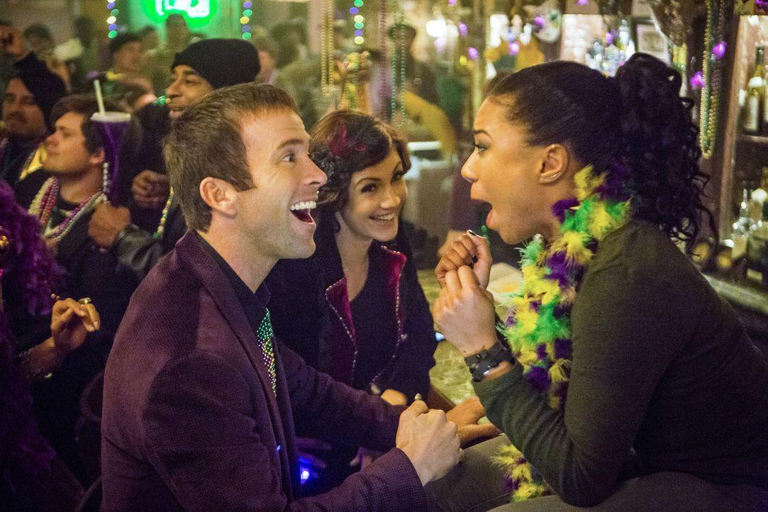 Während LaSalle (Lucas Black, l.), Brody (Zoe McLellan, M.) und Percy (Shalita Grant, r.) in Prides neu eröffneter Bar feiern, wird dieser zusammen... - Bildquelle: Skip Bolen 2015 CBS Broadcasting, Inc. All Rights Reserved.