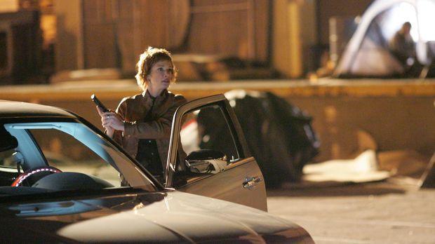 Shepard (Lauren Holly) geht ein großes Risiko ein, als sie sich alleine mit e...