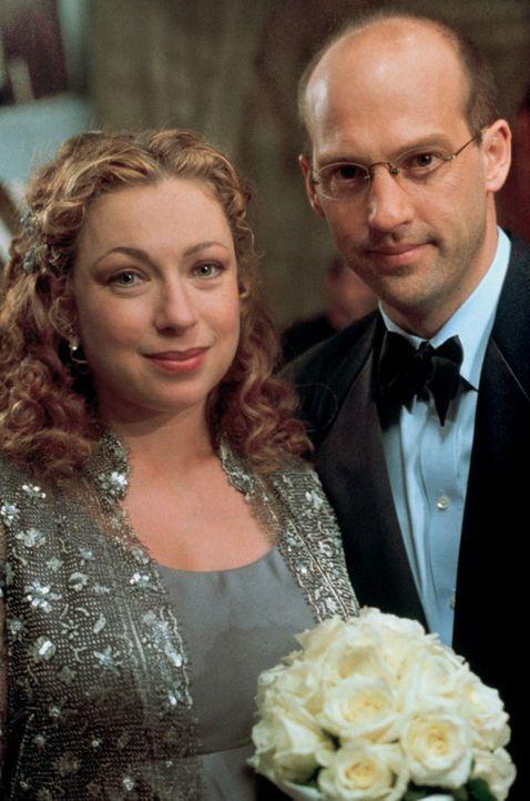 Der große Tag ist gekommen - Dr. Greene (Anthony Edwards, r.) und Dr. Corday (Alex Kingston, l.) heiraten. - Bildquelle: TM+  2000 WARNER BROS.