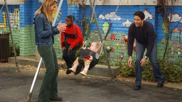 Weil Rachel (Jennifer Aniston, l.) als Kind einen Unfall auf einer Schaukel h...