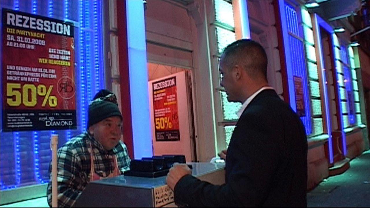 """Rund um den Hauptbahnhof ist überall was los, besonders in Frankfurt/Main. Der Geschäftsführer des Tabledance-Clubs """"Pure Platinum"""" Erbaayat Abdulla... - Bildquelle: ProSiebenSat.1 TV"""