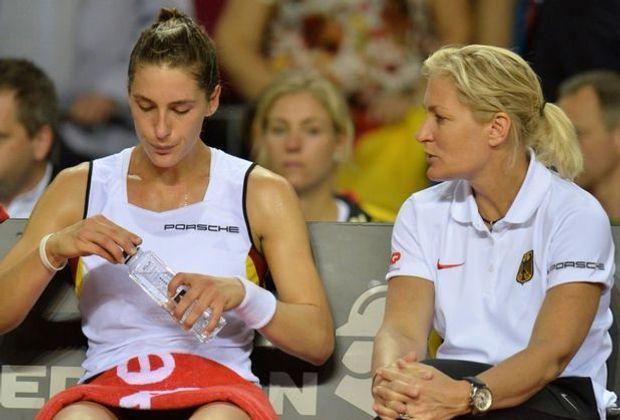 Andrea Petkovic (l.) und Fed-Cup-Chefin Barbara Rittner