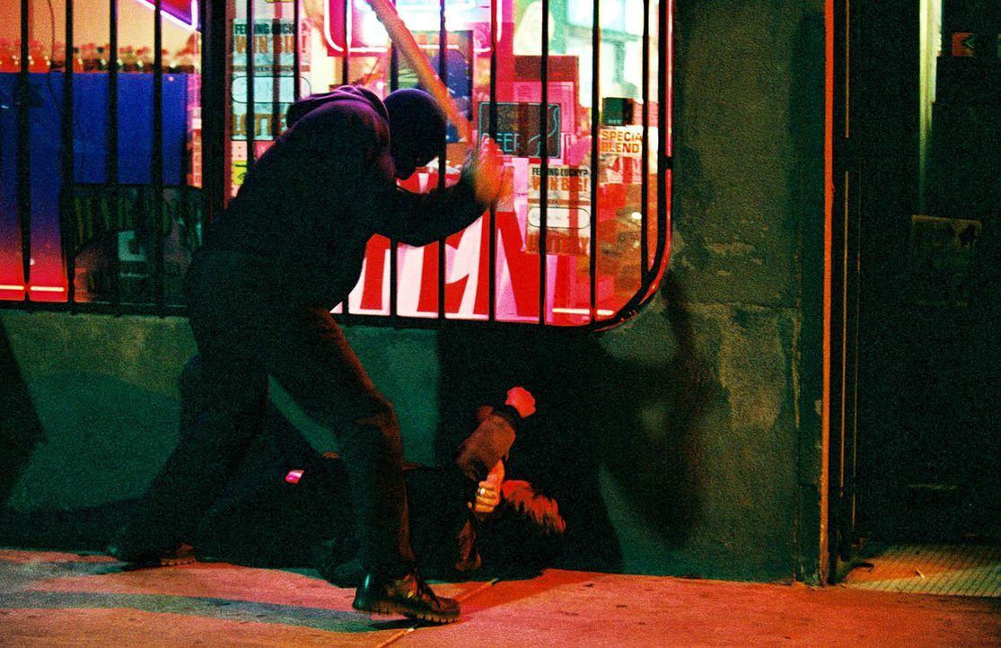 Als ein Mädchen spurlos verschwindet, ahnt Erroll Babbage (Richard Gere, l.) wo er suchen muss: in seiner Verbrecherkartei. Bewaffnet mit einem Bas... - Bildquelle: Kinowelt Filmverleih GmbH
