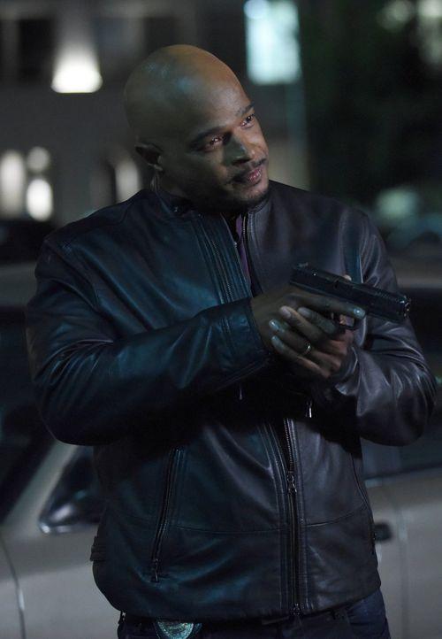 Wer kommt Murtaugh (Damon Wayans) und Riggs bei den Ermittlungen im Mordfall eines professionellen Geldfälschers in die Quere? - Bildquelle: Warner Brothers