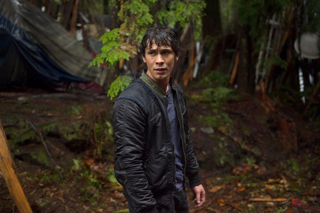 Während Bellamy (Bob Morley) versucht, sein Volk in einem Kampf zu leiten, planen die Menschen auf dem Raumschiff ihre letzte Überlebenschance ... - Bildquelle: Warner Brothers